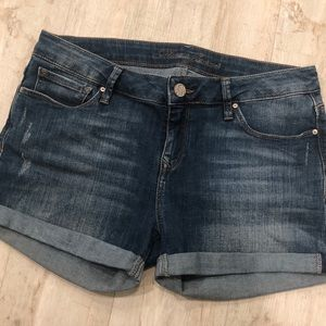Mavi Distressed Emily Shorts in Mid Nolita